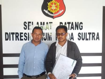 Ketgam: Fatahillah (kanan) dan Imran (kiri) usai melapor di Ditresrimum Polda Sultra. Foto: La Ode Muh. Faisal