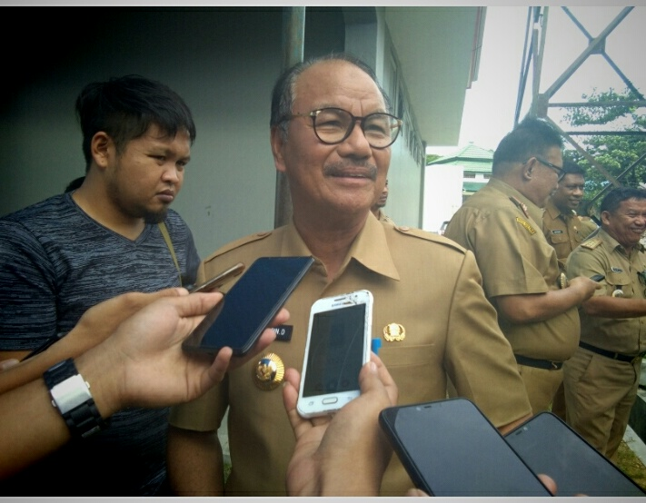 Ketgam: Bupati Konsel saat konprensi pers usai acara penyambutan tim BPK RI