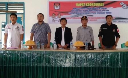 Ketgam : Tatap muka komisioner KPU Konawe dan para PPK dan PPS di Kecamatan Morosi/foto : Ist