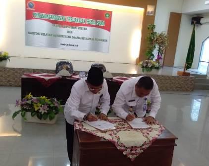 Ketgam : foto penandatanganan kerja sama Kemenag Sultra dengan BNNP Sultra