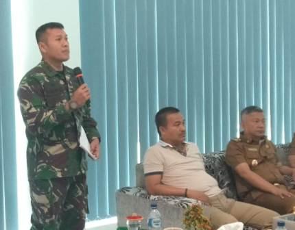 Ketgam : Komandan Kodim (Dandim) 1417 Kendari, Letkol Cpn Fajar Lutvi Haris Wijaya saat memaparkan kesedian TMMD di Kecamatan Anggotoa, Kabupaten Konawe, Sulawesi Tenggara (Sultra)