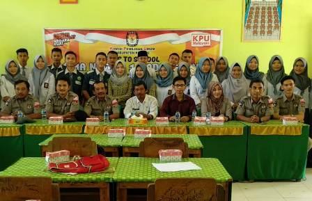 Ketgam : sosialisasi tata cara pencoblosan dan pendidikan pemilih di SMK Terpadu Al Anshar di Kecamatan Padangguni, Kabupaten Konawe Sulawesi Tenggara (Sultra).