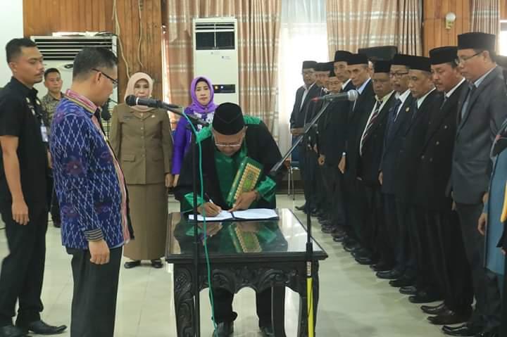 Ketgam : Wali Kota Kendari Sulkarnain Kadir dalam melakukan pelantikan 136 orang pejabat fungsional di Aula Bertakwa Kantor Wali Kota Kendari