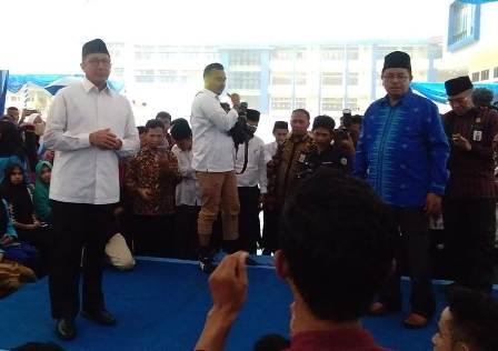 Ketgam : Menteri Agama RI Lukman Hakim Saifuddin saat tanya jawab dengan Mahasiswa IAIN Kendari usai meresmikan gedung Kuliah Terpadu IAIN Kendari