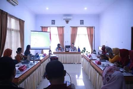 Ketgam : Rapat persiapan yang di lakukan oleh Dekranasda Sultra dalam upaya membantu Dekranasda Kota Kendari menghadapi IFW
