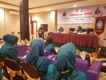 Ketgam : Sekretaris Daerah (Sekda) Konsel, Ir. Drs. H. Sjarif Sajang, M.Si saat membuka Bimtek LP3PKK