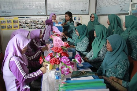 Ketgam : Program Supervisi TP-PKK Kota Kendari di Kelurahan Lalolara Kecamatan Kambu, Jum'at 29/03/2019.