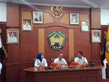 Ketgam : Pimpinan DPRD Konsel, Irham Kalenggo (depan Kanan) bersama Wakil Ketua I DPRD Konsel Nadira, SH) bersam pimpinan DPRD Gowa (Tengah)/foto : Humas DPRD Konsel