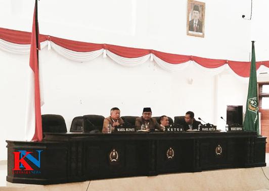 Ketgam : Suasana Rapat Paripurna Penyempurnaan RAPBD Konawe Tahun 2019 di Aula Gedung H.Abdul Samad, Jum'at (4/1/2019).