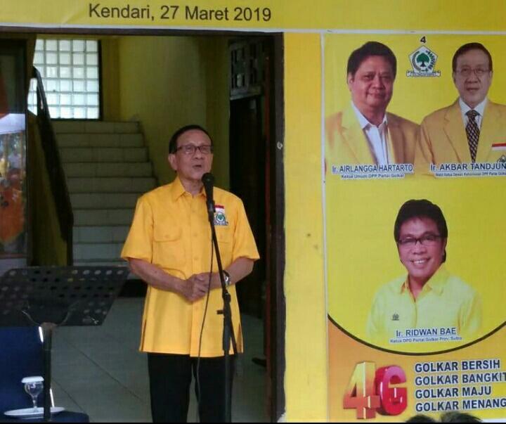 Ketgam : Wakil Ketua Dewan Kehormatan DPP Partai Golongan Karya, Akbar Tandjung