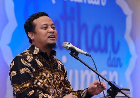 Ketgam : Wakil Gubernur (Wagub) Sulawesi Selatan (Sulsel) Andi Sudirman saat menyampaikan sambutannya di acara Al Biruni Mandiri/foto : Paulus Kalosara News.