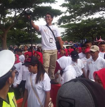 Ketgam : Antusias Masyarakat Muna mengikuti jalan santai di acara Milenial Road Safety Festival ( MRSF)