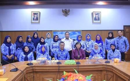 Ketgam : Deputi Bidang Tumbuh Kembang Anak Kementerian Pemberdayaan Perempuan dan Perlindungan Anak (PPPA) Republik Indonesia, Dra. Leny Nurhayati saat melakukan kunjungan di ruang pola Kantor Wali Kota Kendari