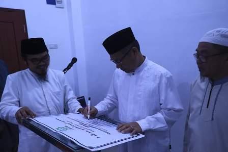 Ketgam : Wali Kota Kendari, Sulkarnain Kadir saat meresmikan Masjid Abdurrahman Ar Ruwaisyid 03 yang berlokasi di Taman Suropati Mandonga Kota Kendari