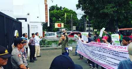 Ketgam : Forsemesta saat menggelar unjuk rasa di Jakarta