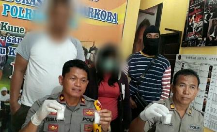 Ketgam : Polres Muna saat pers realis bandar sabu