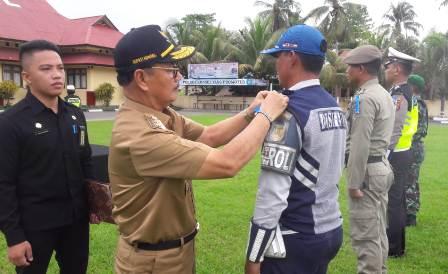 Ketgam : Bupati Konsel Surunuddin Dangga saat mengecek kesiapan pasukan dari Satuan Polisi Pamong Praja SATPOL-PP Konsel.