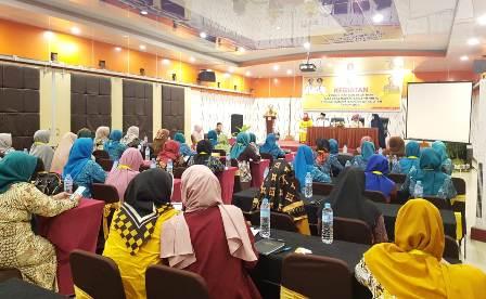 Ketgam : Suasana Pendidikan dan Pelatihan Tata Cara Jamuan Makan Formal (Table Manner) di Hotel D'Blitz Kota Kendari, Kamis (30/5/2019) Malam.