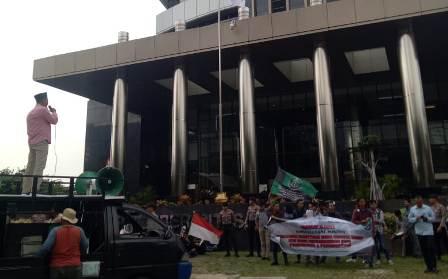 Ketgam : Massa Aksi Badan Koordinasi Nasional (Bakornas) Lembaga Konsultasi dan Bantuan Hukum Mahasiswa Islam (LKBHMI) menggelar aksi unjuk rasa di Kantor KPK RI di Jakarta, Kamis 16 Mei 2019.
