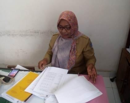 Ketgam : Kepala Seksi Pengendalian Barang dan Kebutuhan Masyarakat Dinas Perindustrian dan Perdagangan Kabupaten Muna, Wa Ode Nasia