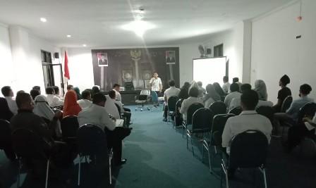 Ketgam : Penyampaian materi oleh Edwar Ariano, ST/foto : Januddin Kalosara News