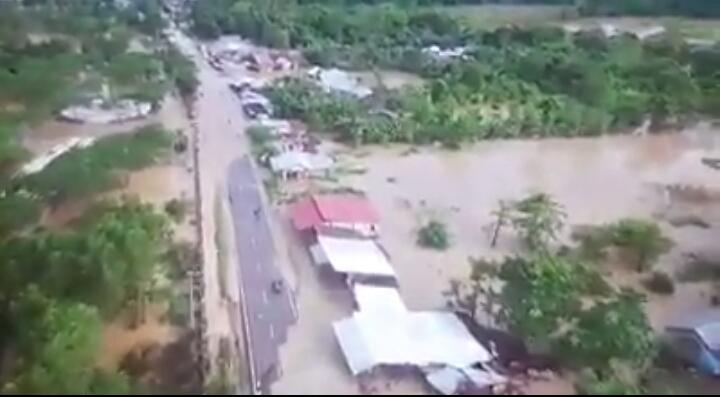 Ketgam : Kondisi banjir di kecamatan Uepai yang diambil dari camera drone