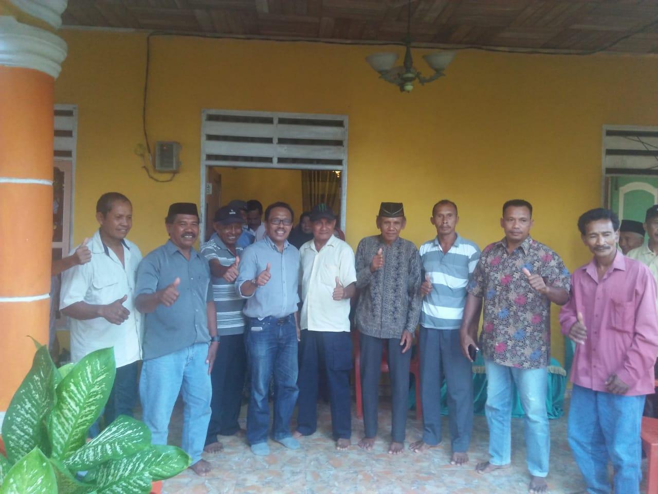 Drs. Syarifuddin silaturahmi dengan masyarakat Desa Labone kecamatan Lasalepa