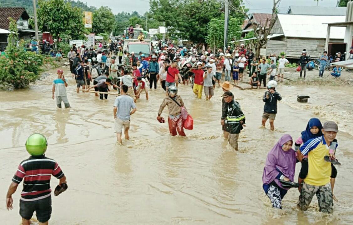 Ketgam : Kondisi banjir di kelurahan Ameroro, Kecamatan Uepai