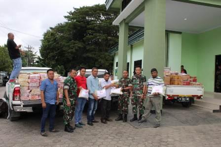 Ketgam : PT Masempo Dalle menyerahkan bantuan kepada saat menyerahkan bantuan pada penyalur korban banjir