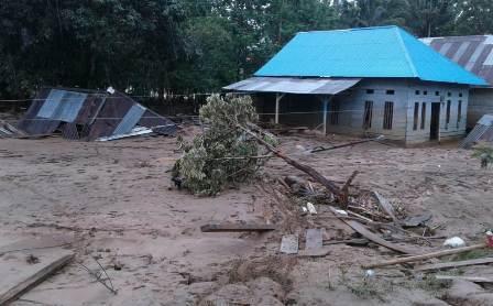 Ketgam : Kondisi Rumah warga Konawe Utara usai digenangi air selama beberapa hari/foto: Asman