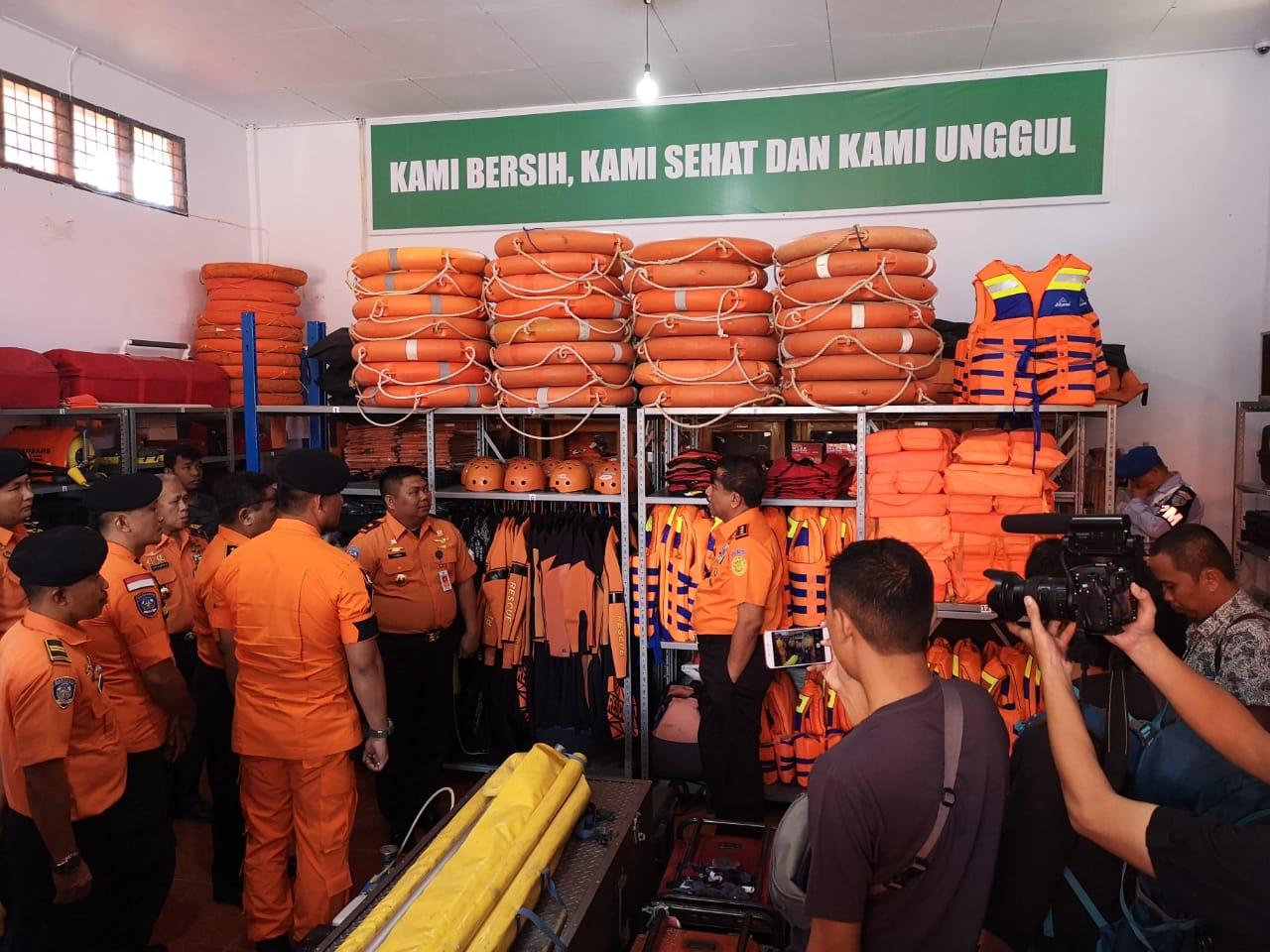 Ketgam : Kepala Badan Pencarian dan Pertolongan Republik Indonesia, Marsekal Madya Bagus Puruhito, saat mengunjungi Kantor SAR Kendari