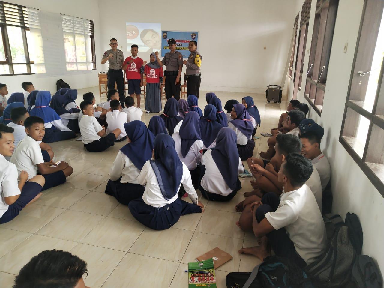 Ketgam : Polres Konsel saat melaksanakan penyuluhan dan pembinaan tentang bahay Narkoba di SMAN 23 Konsel