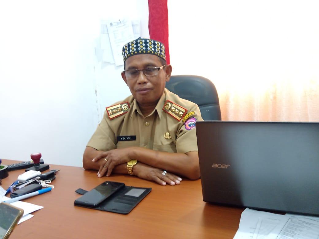 Ketgam : Kepala Dinas Dukcapil Butur,Drs Asri,M.A.p