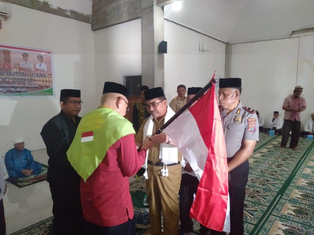 Ketgam : Pelepasan calon jemaah haji oleh Bupati Buton Utara, Abu Hasan