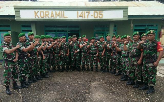 Ketgam : foto bersama Dandim 1417/Kendari Letkol Cpn Fajar Lutvi Haris Wijaya, SE.,M.I. dan Danramil Tinangea Kapten Inf Efendi serta para babinsa/foto : Ist