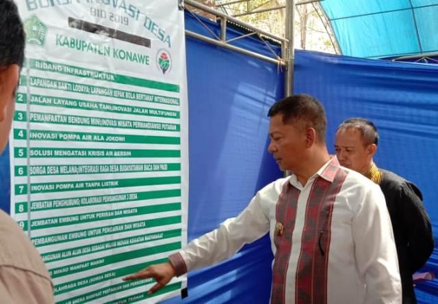 Ketgam : Wakil Bupati Konawe Gusli Topan Sabara didampingi Camat Uepai H. Jasman saat mengecek beberapa program inovasi desa