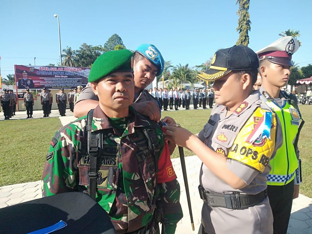 Ketgam : Penyematan Tanda Petugas Operasi Patuh Anoa 2019 Oleh Kapolres Konsel, AKBP. Dedy Adrianto