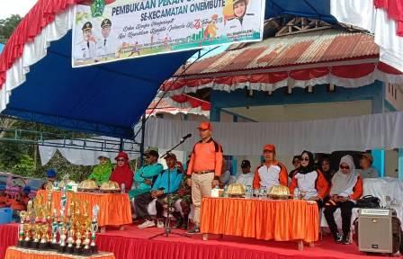Ketgam : HK Santoso saat membuka perayaan pekan olahraga dan seni tingkat Kecamatan Onembute/foto : Januddin