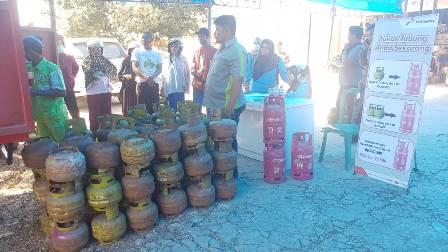 Ketgam : Suasana pasar murah yang diselenggarakan pertamina