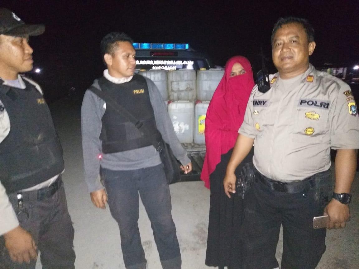 Ketgam : Ratusan liter miras tradisonal jenis arak /Ciu saat diamankan di Pelabuhan Desa Bangun Jaya
