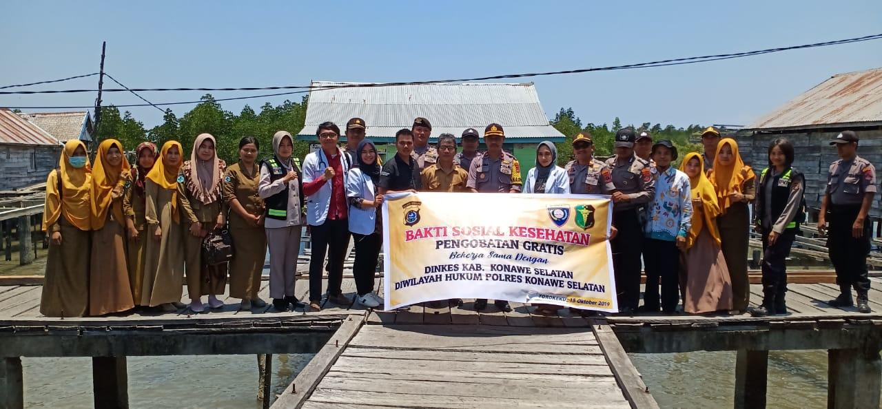 Ketgam : Polres Konsel saat mengelar Bhakti sosial kesehatan pengobatan gratis di Desa Torokeku Kecamatan Tinanggea Konsel