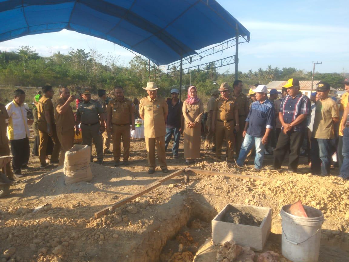 Ketgam : Surunuddin saat meletakan batu pertama pembangunan masjid