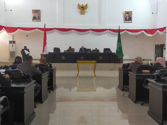 Suasana Rapat Paripurna penyerahan Raperda dari Pemda Ke DPRD Konawe. Rapat Paripurna dipimpin oleh ketua Komisi satu DPRD Konawe Kadek Rai Sudyani