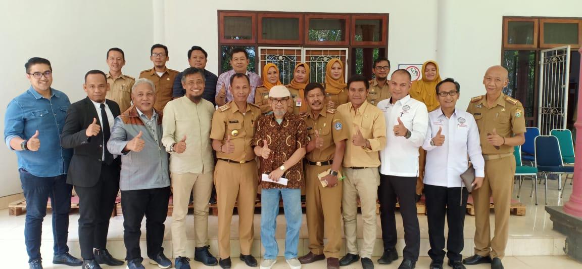 Ketgam : foto bersama usai kegiatan dinas Dinas Kebudayaan dan Pariwisata Kota Kendari