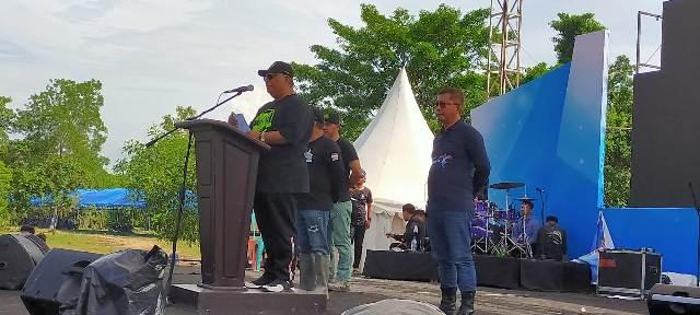 Ketgam : Gubernur Sultra H. Ali Mazi menyampaikan sambutannya yang di dampingi Bupati dan wakil Bupati Konawe