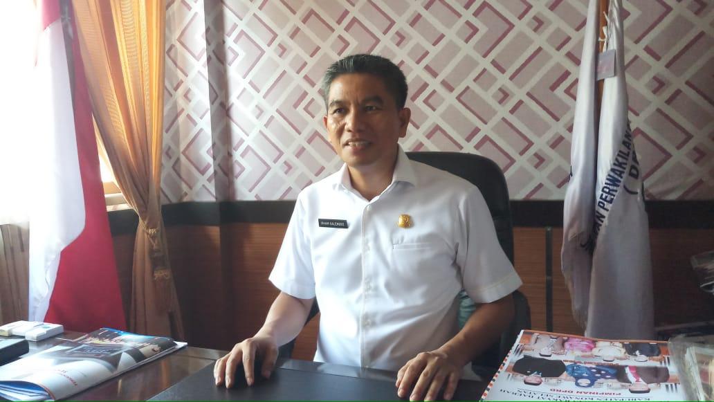 Ketgam : Ketua DPRD Konsel, Irham Kalenggo