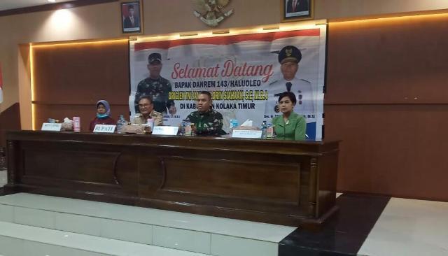 Ketgam : Bupati Koltim Tony Herbiansyah Bersama Dandrem 142/Haluoleo Brigjen TNI Jannie Aldrin Siahaan