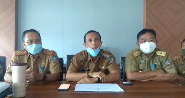 Ketgam : Wabup H. Arsalim Arifin (Tengah) Sekretaris Kabupaten (Sekkab), H. Sjarif Sajang (kanan), Kepala BPKAD Konsel, Sahlul (Kiri)