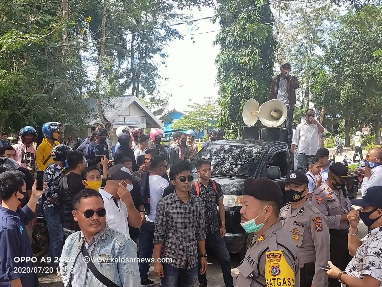 Ketgam : Massa aksi dari masyarakat Amonggedo yang pro dengan PT.MBS