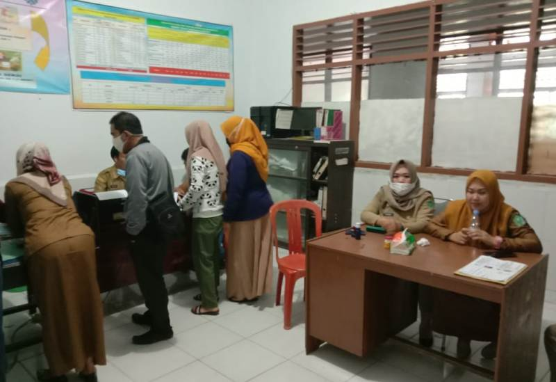 Ketgam : Pelayanan Dinas Tenaga Kerja dan Transmigrasi (Disnakertrans) terhadapa masyarakat yang hendak mengurus surat AK-1 (Kartu Tanda Pencari Kerja)